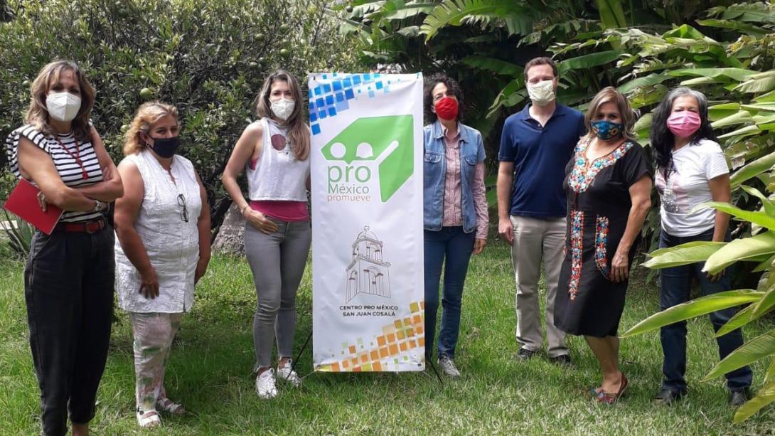 Projects Abroad volunteers and staff work on the Mexico International Development Project